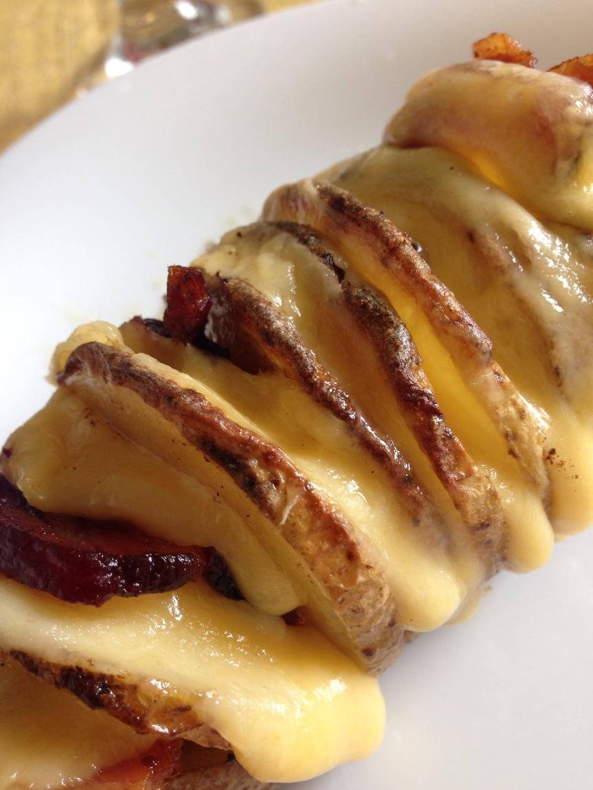 Batata Hasselback com bacon equeijo